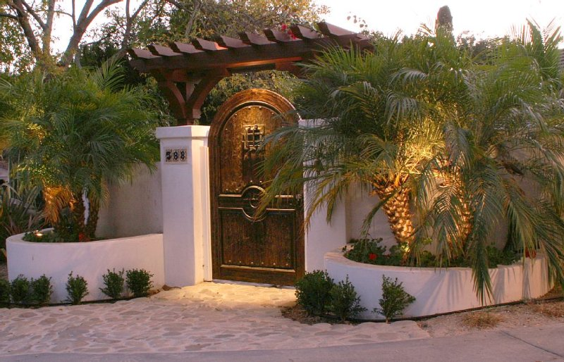 Cold Spring Elementary - Affordable Classic Montecito Spanish Style Villa, holiday rental in Montecito