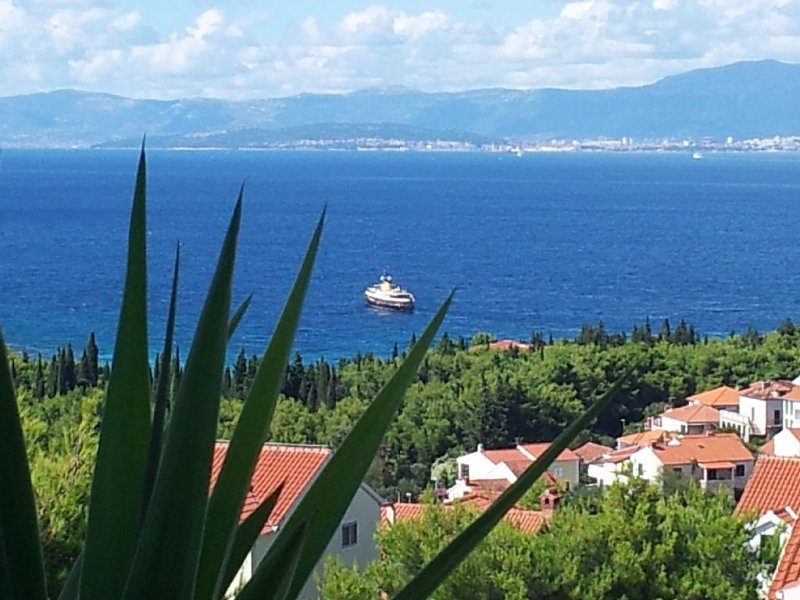 Apt DIVA* Amazing Views! POOL! Non-smoking! Walk to beaches!, holiday rental in Brac Island
