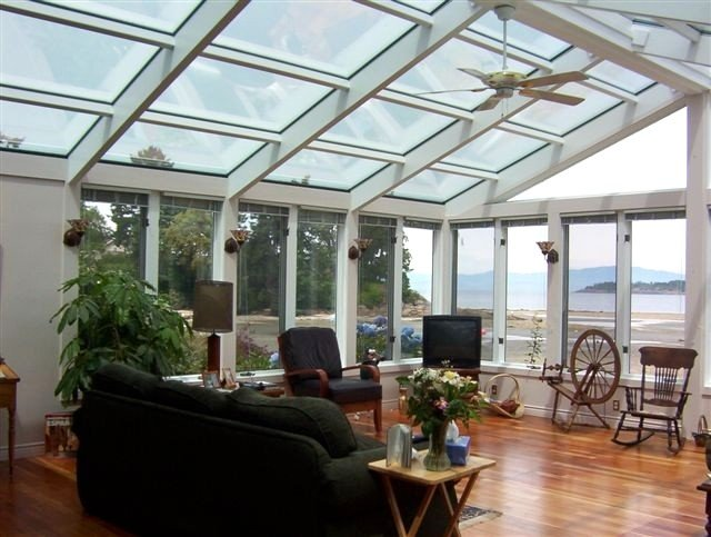 Spectacular Amazing Blue Dolphin Walk-on Waterfront Family Home Away from Home, casa vacanza a Nanoose Bay