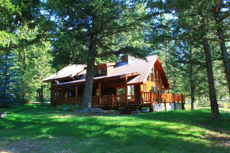 2/2 Cabin In The Mountains With Beautiful Scenery & Wraparound Deck, holiday rental in Moran