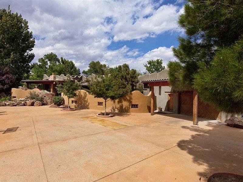 TRUE NEW MEXICO HOME in Los Ranchos on Rio Grande Blvd., vacation rental in Los Ranchos de Albuquerque