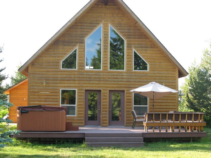 Charming Cabin with Hot Tub on McCall Golf Course, holiday rental in McCall