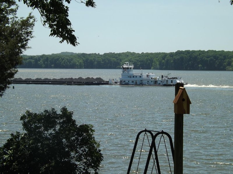 Lake Barkley Main Channel Waterfront Home (Spectacular View), holiday rental in Golden Pond