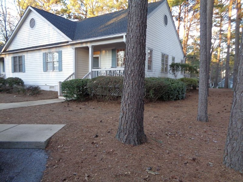 REYNOLDS GOLF COTTAGE/GREAT WATERS LOCATED ON #8 FAIRWAY WITH GOLF VIEW, vacation rental in Eatonton