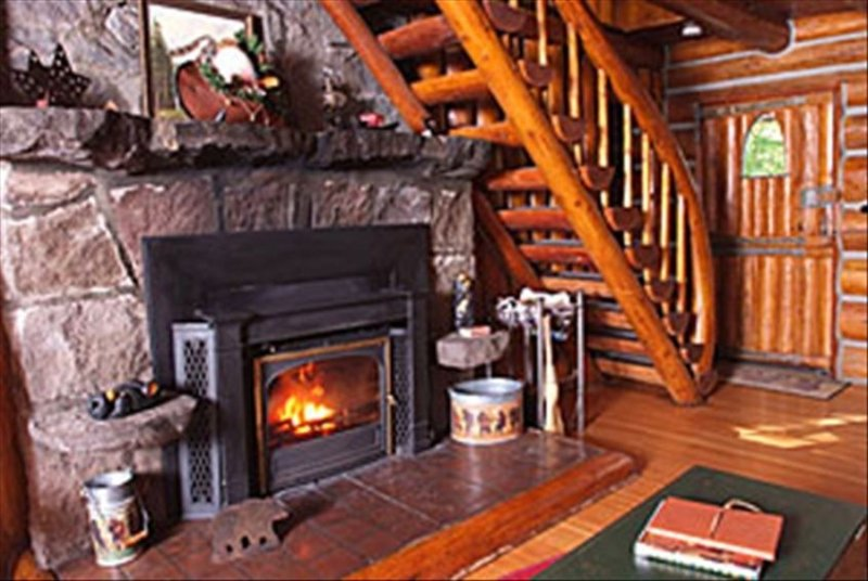 Romantic Steiner Log Cabin at Mt Hood, Oregon's playground for skiing & hiking, holiday rental in Sandy