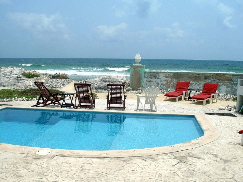 Casa Rosa -Beautiful Ocean Front Home - Studio Apartment, vacation rental in Isla Mujeres