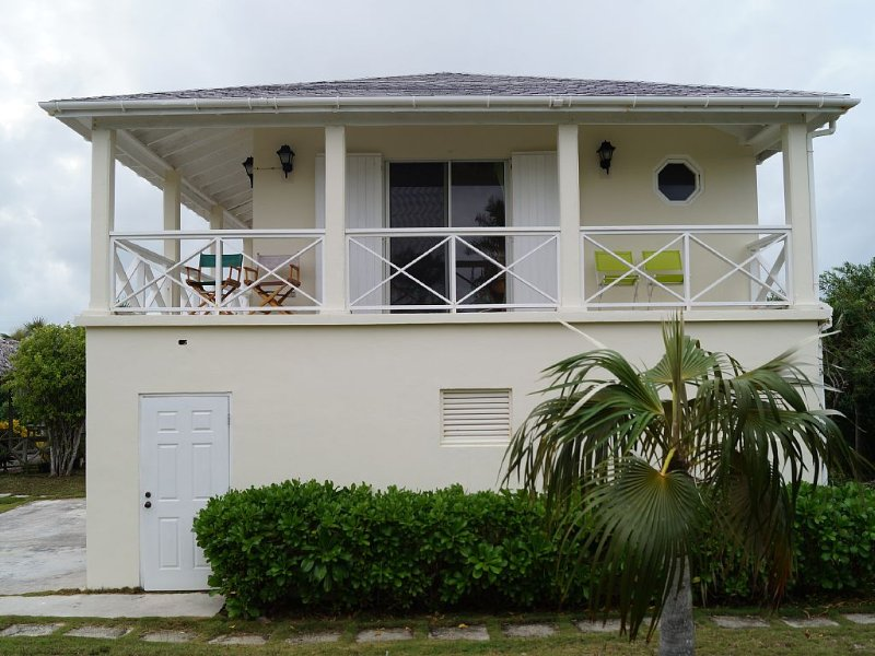 Complete studio unit directly on Pink Sand DOUBLE BAY beach! 'Senza Nome', location de vacances à Eleuthera