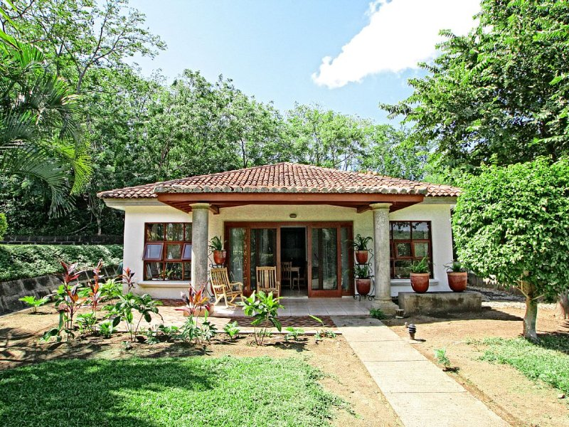Rancho Santana V-17 Beautiful Casita Within Walking Distance To The Beach!, casa vacanza a Las Salinas