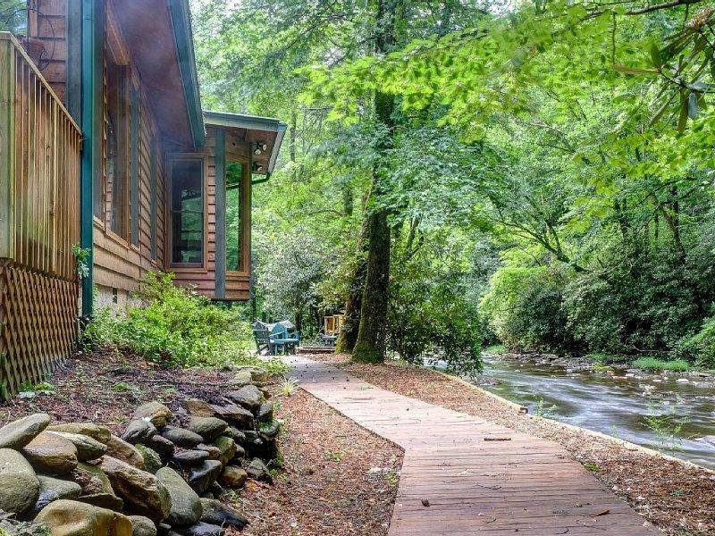 Privacy Directly On Fires Creek. Borders National Forest And Bear Refuge!, aluguéis de temporada em Hayesville