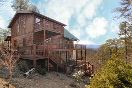 Secluded Luxury Cabin with Beautiful Mountain View, vacation rental in Townsend