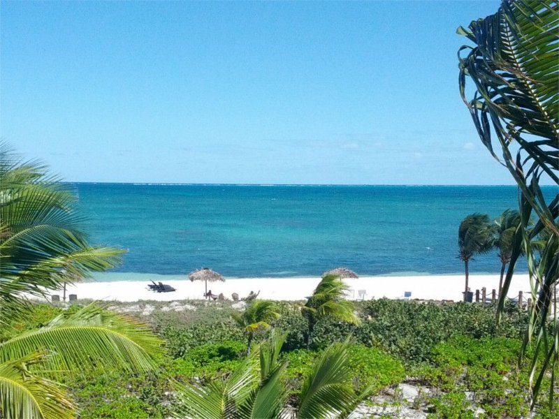 Serenity Point - Fabulous Top Floor Condo With Stunning Ocean/Beach Views, holiday rental in Providenciales