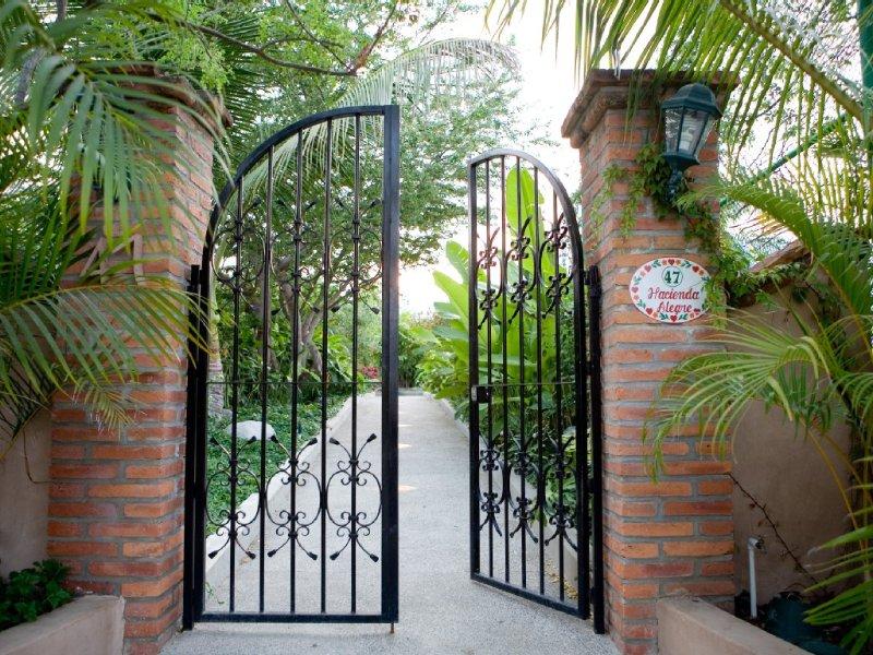 Hacienda Alegre (official owner site): Beachfront, Groups, Pool, Tennis, Gardens, location de vacances à Punta de Mita