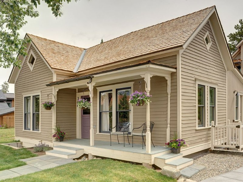La casa está totalmente restaurada con todo nuevo interior.