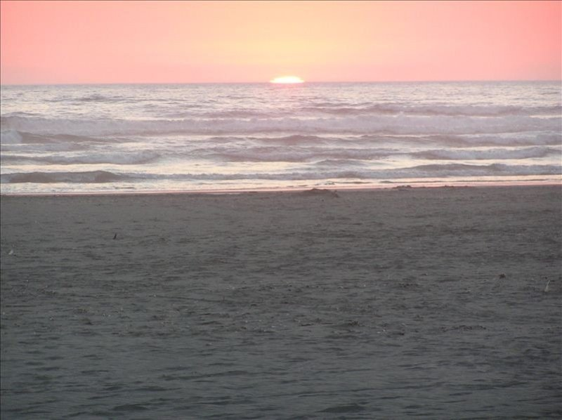 Sweeping Ocean Views. Beautifully Furnished Family Beach Home, holiday rental in Pacific Beach