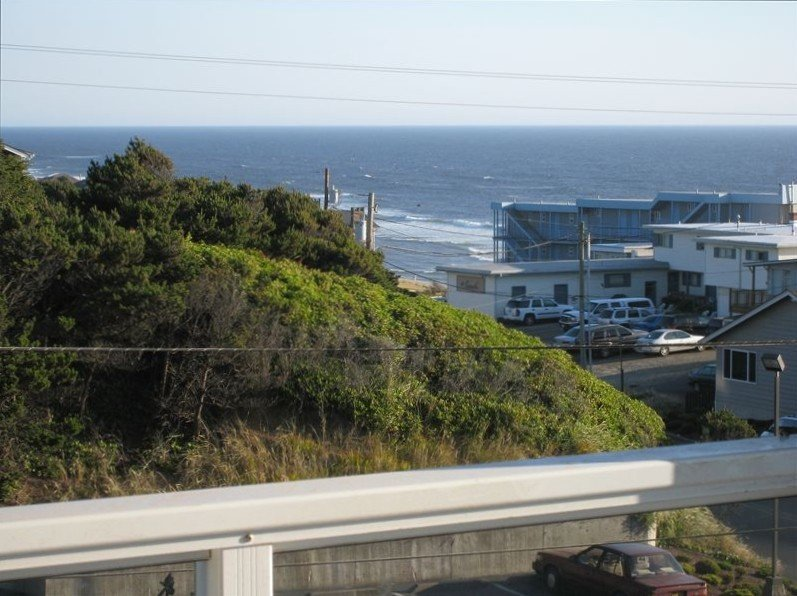 Luxury SPACIOUS HOME w/Beach Views, HUGE GAME Room, Arcades, & *GREAT SPECIALS*, holiday rental in Lincoln City