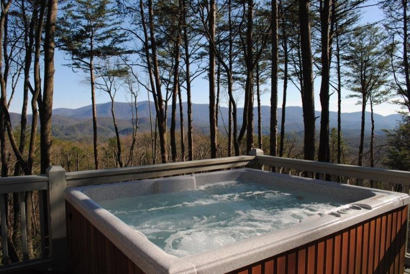 Breathtaking Views! Hot Tub on Deck! Inquire with owner- potential 10% Discount!, vacation rental in Gilmer County
