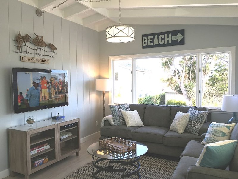 Light and Breezy Ocean Block Duplex just an Easy Walk to the Sand and Shopping, vacation rental in Ventura