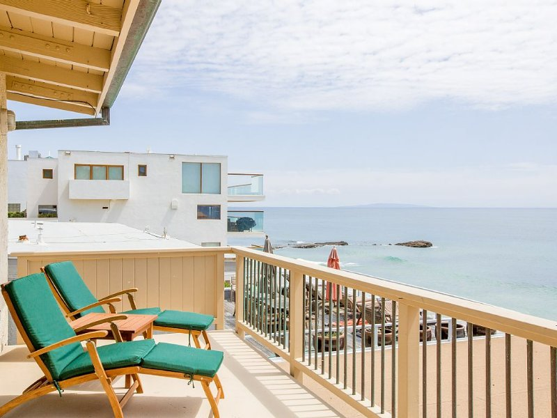 Oceanfront Malibu Road 1 BD/1BA BeachHouse With Access To Your own private Beach, vacation rental in Malibu