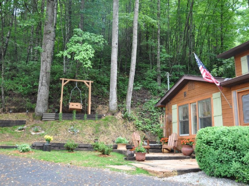 Waterfall Cove-Secluded Cabin In A Forest Cove Surrounded By A Melodious Creek, vacation rental in Bryson City