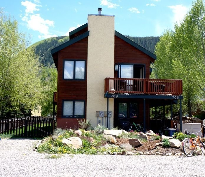 2BR 2BA Townhome Next to Park. Fenced Yard, Fireplace, Views!, alquiler vacacional en Crested Butte