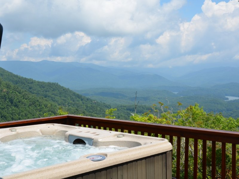 Mountain Top Oasis - Unbelievable Views Every Where You Look!, vacation rental in Bryson City