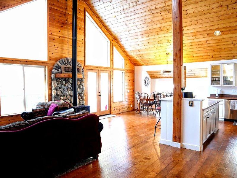 Beautiful, Ideal Truckee Tahoe Mountain Getaway!!, holiday rental in Floriston