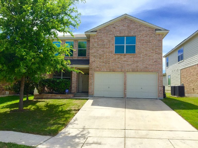 *BMT* Huge Home Near LACKLAND/SEA WORLD/ALAMO, vacation rental in San Antonio