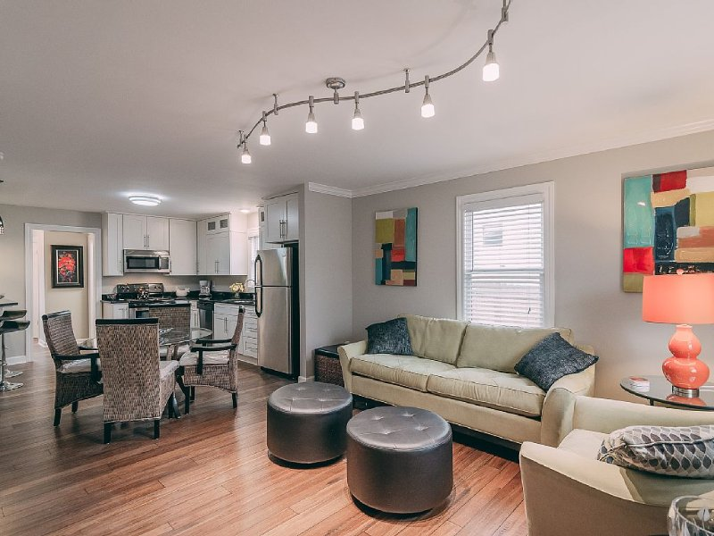 Newly renovated, best location in Nashville, walking distance to everything!, location de vacances à Nashville