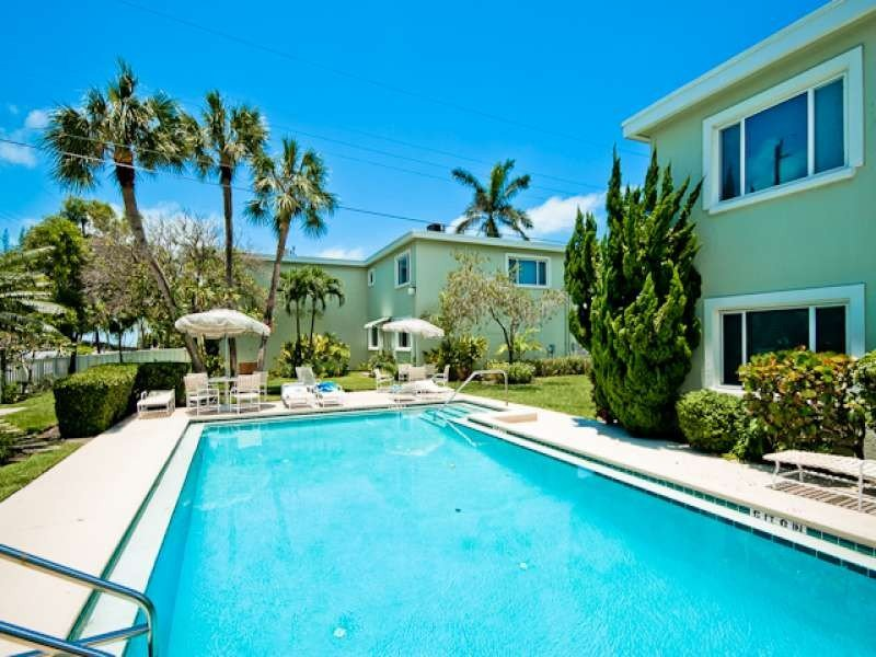 Gulf Beach Apartment - with Pool & Beach Access, holiday rental in Holmes Beach