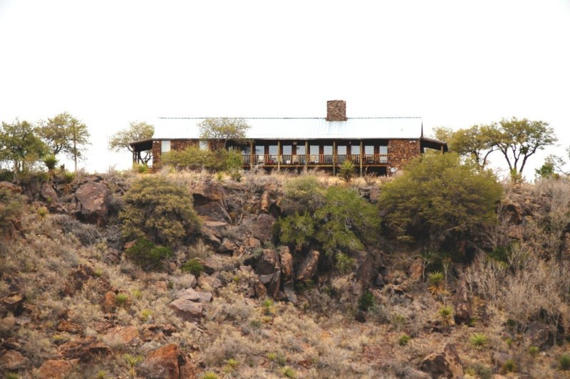 Luxury Hunting Cabin 'on The Rocks', holiday rental in Fort Davis