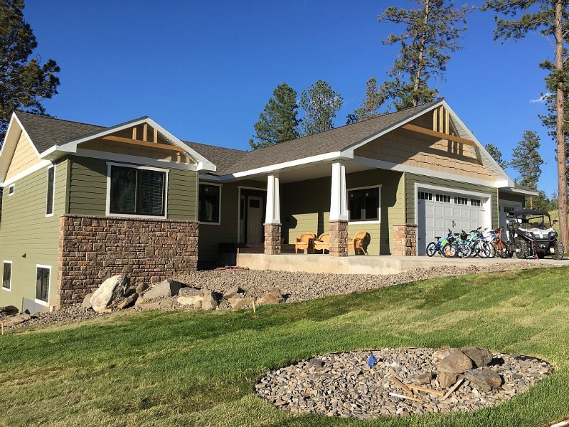 Spacious Home- Easy Access to Premier Attractions in Black Hills- Hot Tub, ATV, vacation rental in Hill City