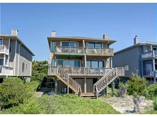 OCEANFRONT, THE BEACH IS YOUR BACKYARD SANDBOX!!!!!  Sleeps 8., vacation rental in Wrightsville Beach