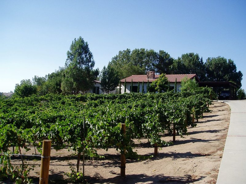 PRIVATE 2 BR, 2 BA GUEST COTTAGE  - WALK TO WINERIES., Ferienwohnung in Temecula