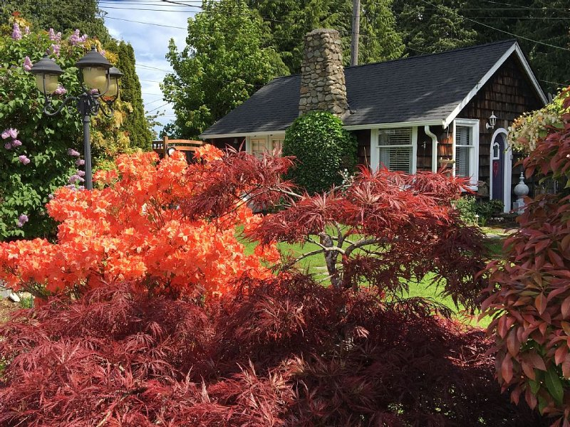 Dream Like Cottage With Park Like Gardens, Ferienwohnung in Clallam County