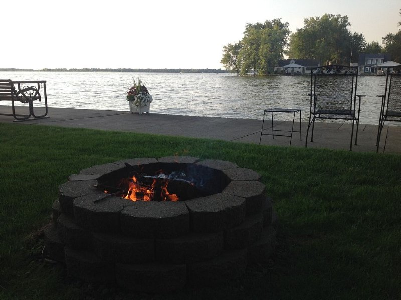 The Madison Cottage-Lakefront Getaways, vacation rental in Belle Center