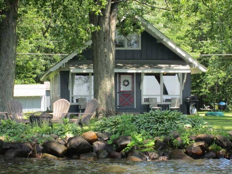 Private Chautauqua Lake House - 75 Ft Lake Front - Dock Available - Pet Friendly, holiday rental in Mayville