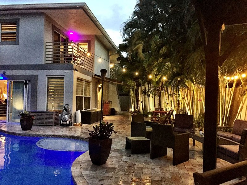 Gay Mens Private Pool Home, Close To Wilton Manors., holiday rental in Fort Lauderdale