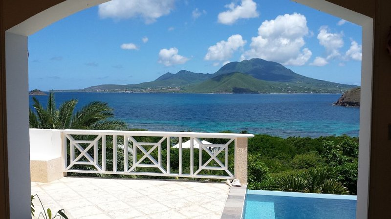 Villa Paradise with Stunning Views, Beautiful Beaches, vacation rental in Nevis