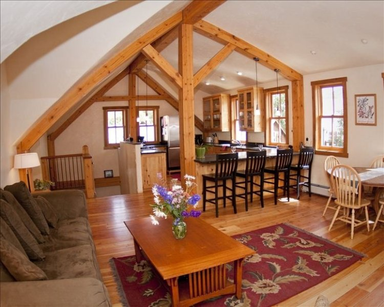 Beautiful Timber Frame Home In Downtown. Great Location Just off Elk Ave!, holiday rental in Crested Butte