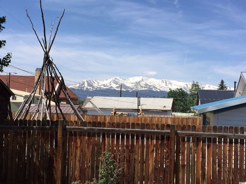 Enjoy the Mountain Lifestyle! 2br/2ba House Blocks from Main Street, holiday rental in Leadville