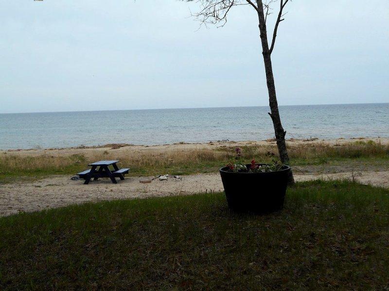 Scenic Lake front cottage! Summer in Door County too good to miss!, holiday rental in Door County