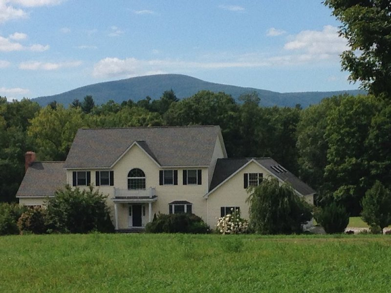 Beautiful Berkshire Home - Enjoy all Summer, Fall & Winter Attractions, holiday rental in Sheffield