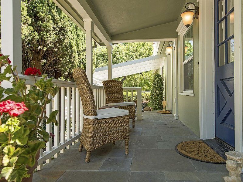 Lovely home in Old Town 1.5 blocks to French Laundry & Downtown!, holiday rental in Yountville
