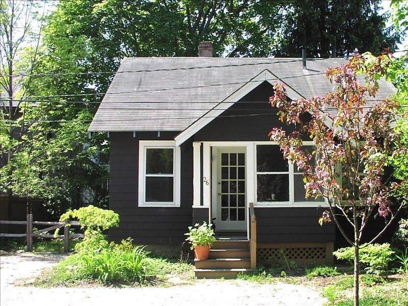 A Small Oasis in the Heart of Lenox, location de vacances à West Stockbridge