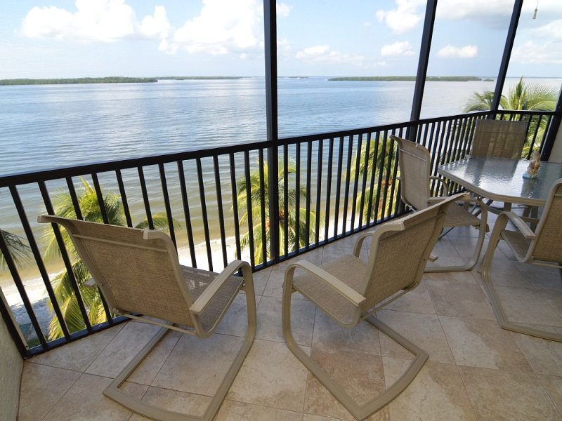 Winter is coming!  Prof cleaned and maintained gorgeous property!, vacation rental in Sanibel