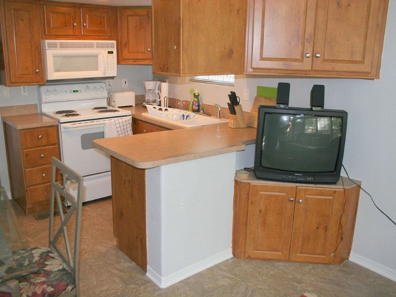 Camp Willow Cottage 2 Lake Dunlap Guadalupe River, holiday rental in Geronimo