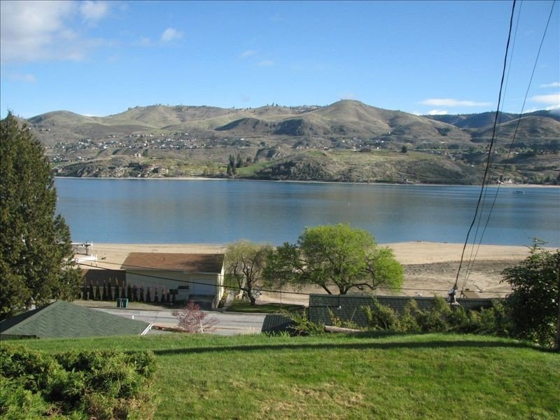 Affordable 2 Bedroom Condo with Beautiful View of Lake Chelan, aluguéis de temporada em Chelan