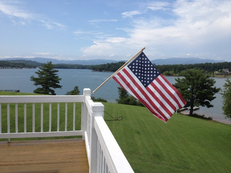 270 Degree Lakefront View In The Blue Ridge Mountains, vacation rental in Young Harris