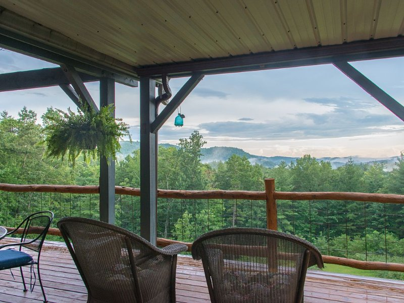 Jewel Of The Woods: Mountain Views, AC, Sauna, Wifi, On 33 Acre Gentleman's Farm, holiday rental in Scaly Mountain