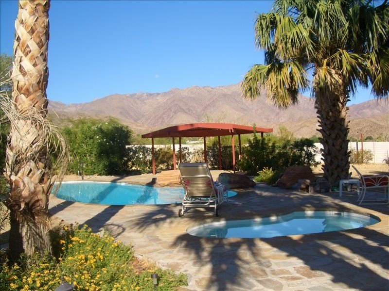 43 Palms on Private Two Acres - Pool is Warm Book Now - 5th Night Free, location de vacances à Borrego Springs